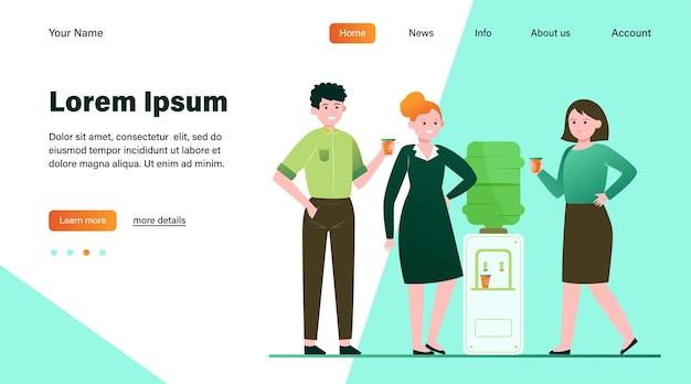 Позитивные люди пьют воду в кулере. коллеги по офису, болтают, ломают плоские векторные иллюстрации. дизайн веб-сайта с концепцией напитков, закусок, кулеров или целевой веб-страницы