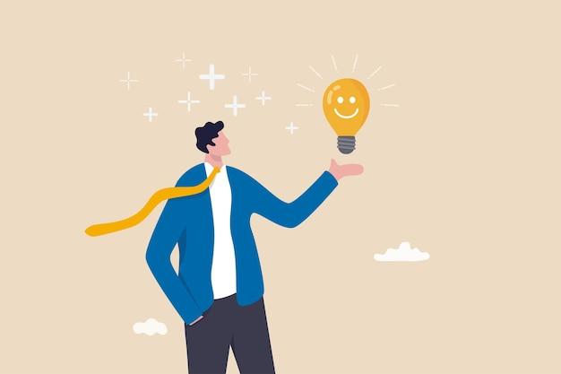 긍정적인 생각, 낙관적인 사고방식 또는 직장에서의 성공에 대한 좋은 태도, 항상 문제 개념을 해결하기 위한 아이디어, 긍정적인 분위기로 웃는 전구 아이디어를 들고 있는 행복한 사업가.