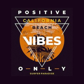 ポジティブな雰囲気のみ、カリフォルニアのビーチとヤシ