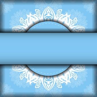Открытка светло-голубого цвета с винтажным белым узором для вашего бренда.