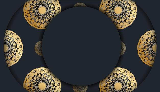 Шаблон открытки черного цвета со старинным золотым узором, подготовленный для типографии.