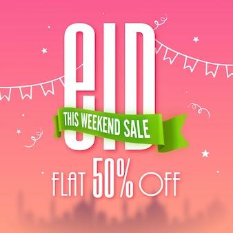 Poster, banner o volantino di vendita di fine settimana con offerta di sconto del 50%. sfondo di celebrazione di eid con buntings e silhouette della moschea.