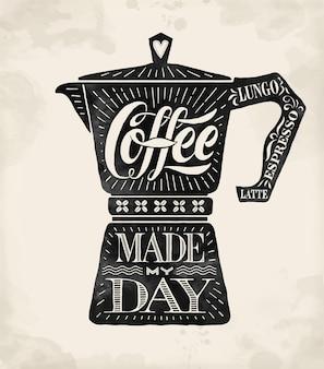 手描きのレタリングが付いたポスターコーヒーポットモカコーヒーは私の一日を作りました。飲み物や飲み物のメニューやtシャツのプリント用のモノクロのヴィンテージの絵。ベクトルイラスト