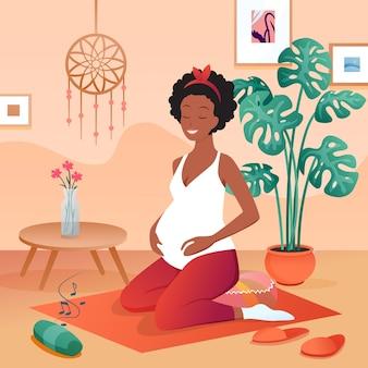 임신 한 여자 연습 요가, 음악을 듣고 편안한 집에서 명상, 행복한 임신