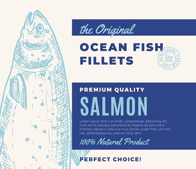 프리미엄 품질의 생선 필레. 초록 물고기 포장 디자인 또는 레이블. 현대 타이포그래피와 손으로 그린 연어 실루엣 배경 레이아웃