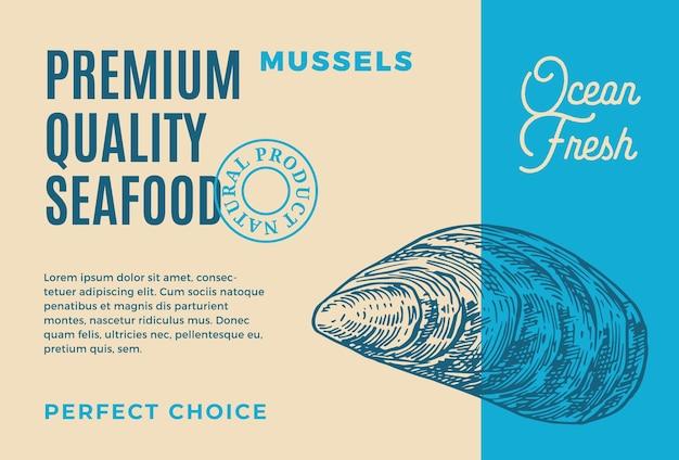 프리미엄 품질의 해산물. 포장 디자인. 현대 타이포그래피와 손으로 그린 홍합 껍질 mollusc