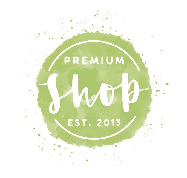 프리미엄 상점 로고 벡터 일러스트입니다. 옷이 흰색 배경에 고립 된 녹색 수채화 로고를 저장합니다. 서예 및 브러시 스트로크가 있는 부티크 레이블입니다. 의류 매장 레터링 디자인.