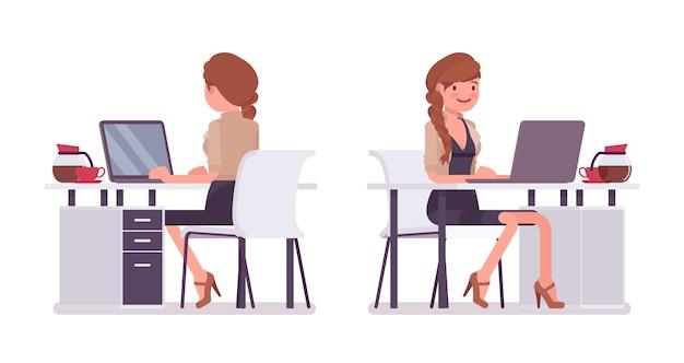 机に座って、職場のラップトップで働くかなり女性会社員。ビジネスカジュアルな女性のファッションのコンセプト。スタイル漫画イラスト、白い背景、フロント、リア