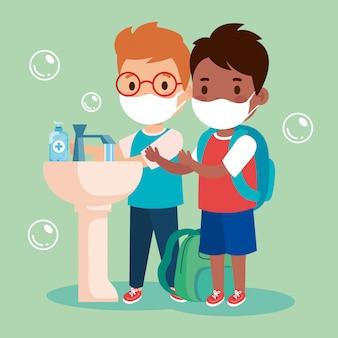 Covid 19、医療用マスクを着用、手を洗う、防護マスクを着用した男の子を防ぐ