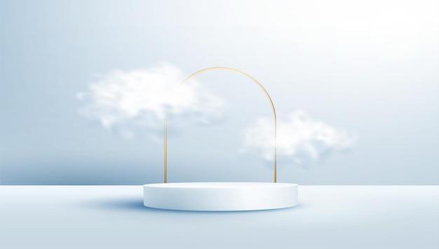 밝은 파란색 파스텔 배경에 현실적인 구름과 골드 아치 프레임으로 장식 된 제품 디스플레이 연단