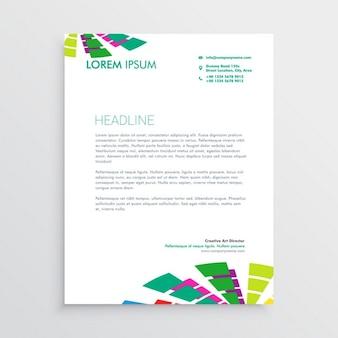Modello di carta intestata astratto con forme colorate