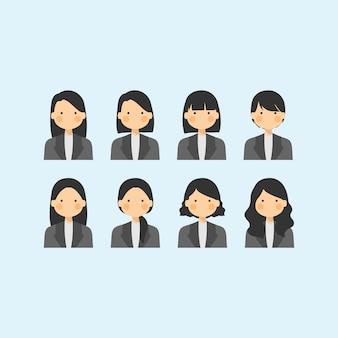 공식적인 검은 색과 흰색 복장에있는 직업 경력 여자