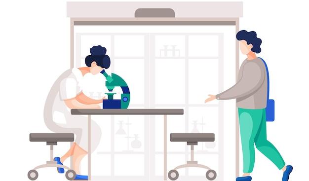 Профессиональные химики в своей лаборатории проводят различные эксперименты на столе с микроскопом.