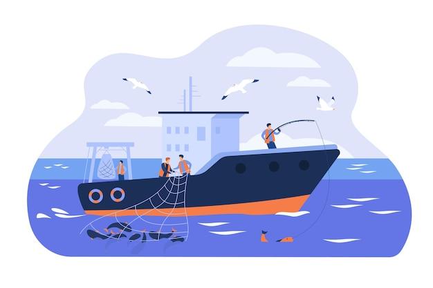 선박에서 일하는 전문 어부 격리 된 평면 벡터 일러스트 레이 션. 물고기를 잡고 배에서 그물을 사용하는 만화 어부. 상업 어업 산업 개념