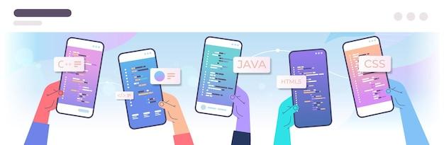 プログラマーはスマートフォンの画面上でモバイルアプリのコードを書く手手エンジニアリングソフトウェアコーディングプログラミング言語アプリケーションデザインコンセプト水平ベクトル図