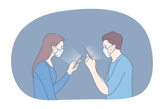 保護、通信、感染、コロナウイルスの概念。医療用フェイスマスクを着用したカップルの男性と女性は、ソーシャルメディアのオンラインでコミュニケーションを取ります。 covid19病の検疫中は、家にいてください。