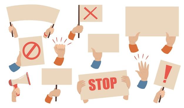 抗議プラカードセット。一時停止の標識が付いたメガホン、バナー、ポスターを持っている活動家の手。労働者のストライキ、デモ、暴動の概念のベクトル図