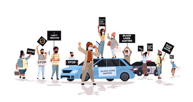 抗議者は黒人の平等な権利のための警察のサポートで人種差別に反対する黒人の生活問題バナーキャンペーンで群衆