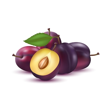 プルーンスライスと葉のあるプルーンビタミン健康食品の果物