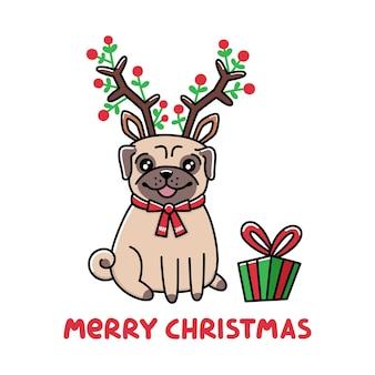 사슴 조수 산타 클로스의 의상을 입고 퍼그 개