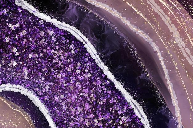 Фиолетовый кристалл жеода фон с блеском и золотыми трещинами