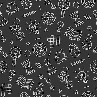 パズルとなぞなぞ。クロスワードパズル、迷路、脳、チェスの駒、電球、迷路、ギア、ロック、キーを備えた手描きのシームレスなパターン。黒板に落書きスタイル