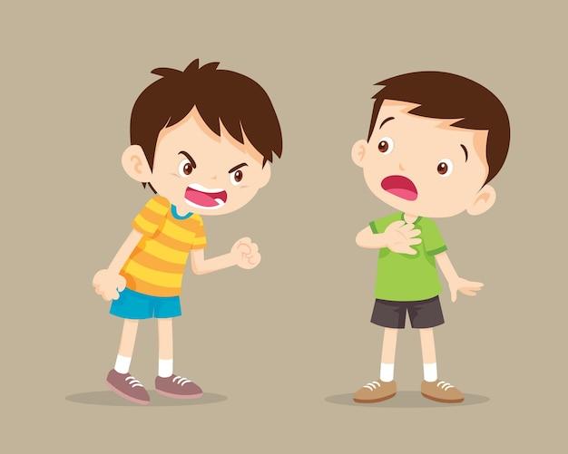 Ссорящиеся дети. сердитый мальчик кричит на друга.