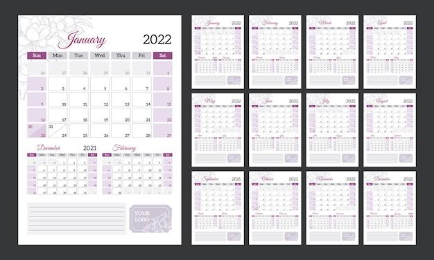 Квартальный календарь 2022 года. вертикальный календарь в романтическом стиле с нарисованными от руки цветами.