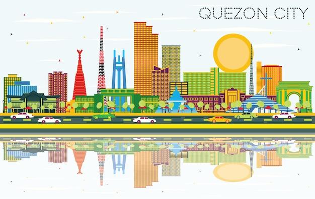 色の建物、青い空と反射のあるケソンシティフィリピンシティのスカイライン。図