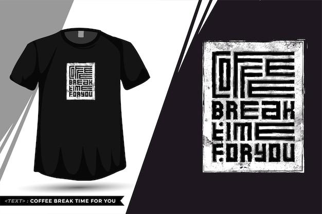 Укажите время перерыва на кофе в футболке. модная типография надписи вертикальный шаблон для печати футболки