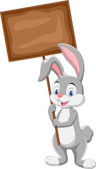 空白のボードを保持しているウサギの漫画