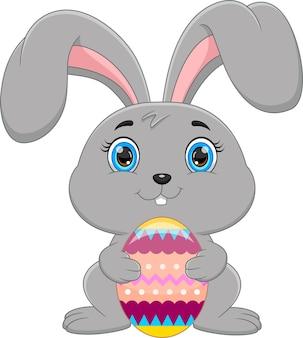 흰색 바탕에 부활절 달걀 토끼