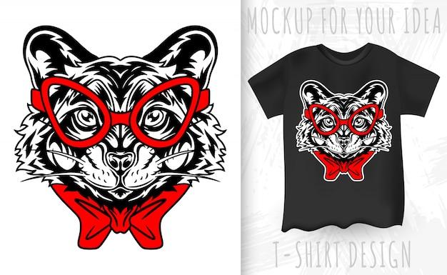 너구리 얼굴 복고 스타일. 빈티지 스타일의 티셔츠 인쇄를위한 디자인 아이디어.