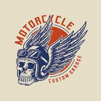 Череп гонщика в крылатом шлеме. элемент дизайна для эмблемы, плаката, футболки.