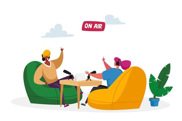 ラジオまたはポッドキャストストリーミングの概念。ヘッドセットの男性と女性のラジオdjキャラクター
