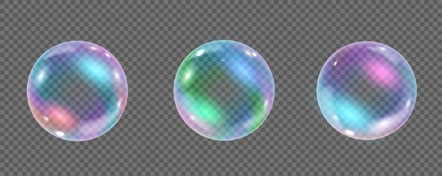 透明な背景に分離された虹色のカラフルな水中バブル。反射のある空気または石鹸の水泡のリアルなイラスト。虹色に輝く光沢のあるシャンプーフォームボールのコレクション。