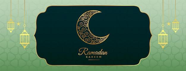 Banner decorativo arabo ramadan kareem in tonalità dorate