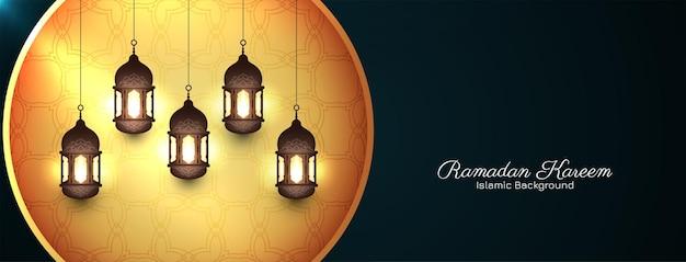 Banner di ramadan kareem con lanterne
