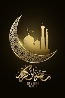 Рамадан карим золотая луна с сиянием мечети в ночи.
