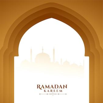 Ramadan kareem augura il saluto con la porta della moschea