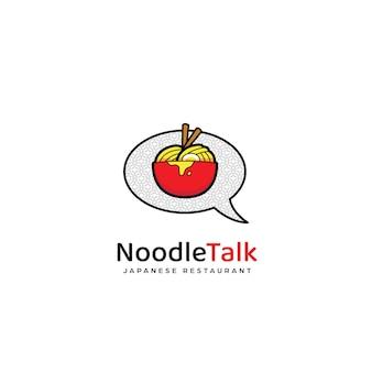 Значок логотипа разговора с лапшой рамэн, лапша в красной миске и иллюстрация значка логотипа пузыря разговора