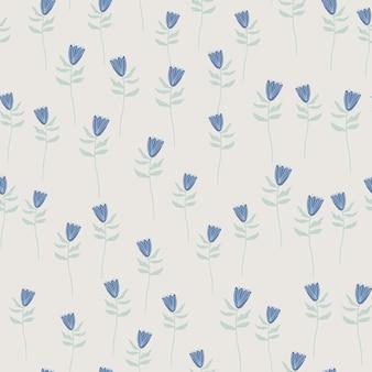 小さな青い花の形をしたランダムなシームレスパターン。灰色の背景。手描きのアートワーク。