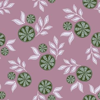 녹색 추상 라임 조각이 있는 임의의 매끄러운 여름 패턴은 잎으로 인쇄됩니다. 보라색 파스텔 배경입니다. 포장지 및 패브릭 질감을 위한 그래픽 디자인. 벡터 일러스트 레이 션.