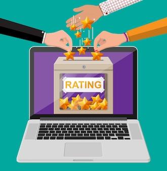 ノートパソコンの画面上の評価ボックス。オンラインレビュー5つ星。証言、評価、フィードバック