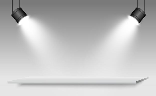 設計パフォーマンス、ショー、展示のためのプラットフォームの背景を持つ現実的な3dライトボックス。ライトボックススタジオインテリアのイラスト。スポットライトと表彰台。