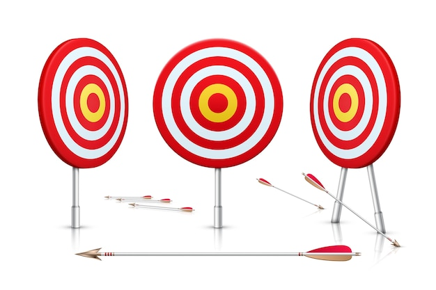 Реалистичная цель и стрелы, изолированные на белом фоне