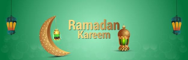 ラマダンムバラクのための黄金の月と現実的なアラビアのランタン