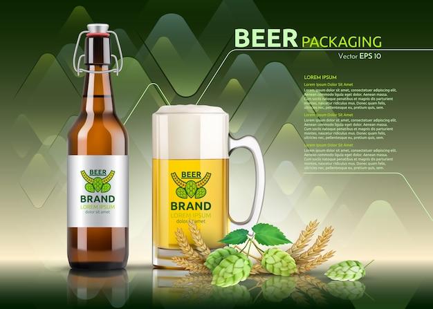 Реалистичная бутылка пива и стекло. шаблон упаковки бренда. дизайн логотипов. зеленые фоны