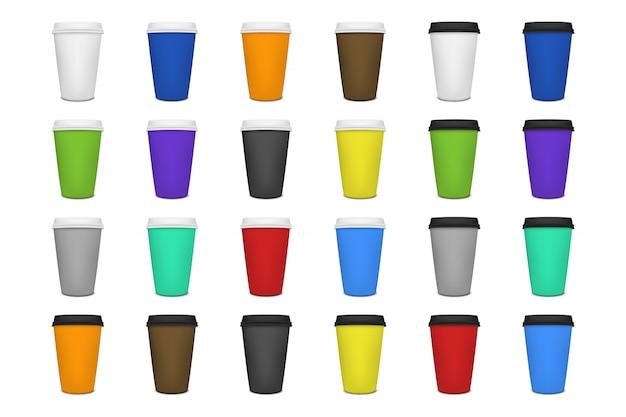 Реалистическая чистая бумажная кофейная чашка установлена на белый фон. шаблон.