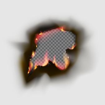 화재와 검은 재가 있는 종이에 있는 현실적인 탄 구멍. 검은색 종이는 투명한 배경에서 빈티지 스타일로 굽습니다. 화염 프레임